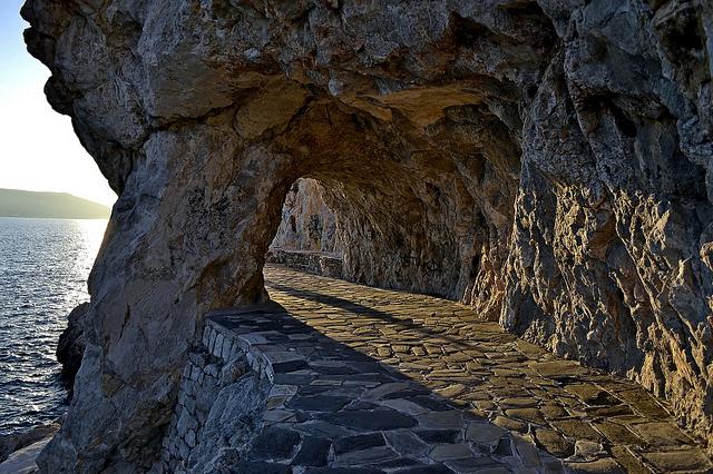 """""""Ο δρόμος του Δεσπότη"""" στο Ναύπλιο που κατασκεύασε ο Ιωάννης Μεταξάς"""