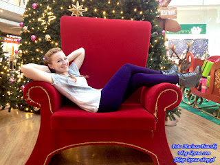 23.11.17 Fioletowe legginsy, szare sneakersy na koturnie pikowane, koszulka z sercem, warkocze dobierane