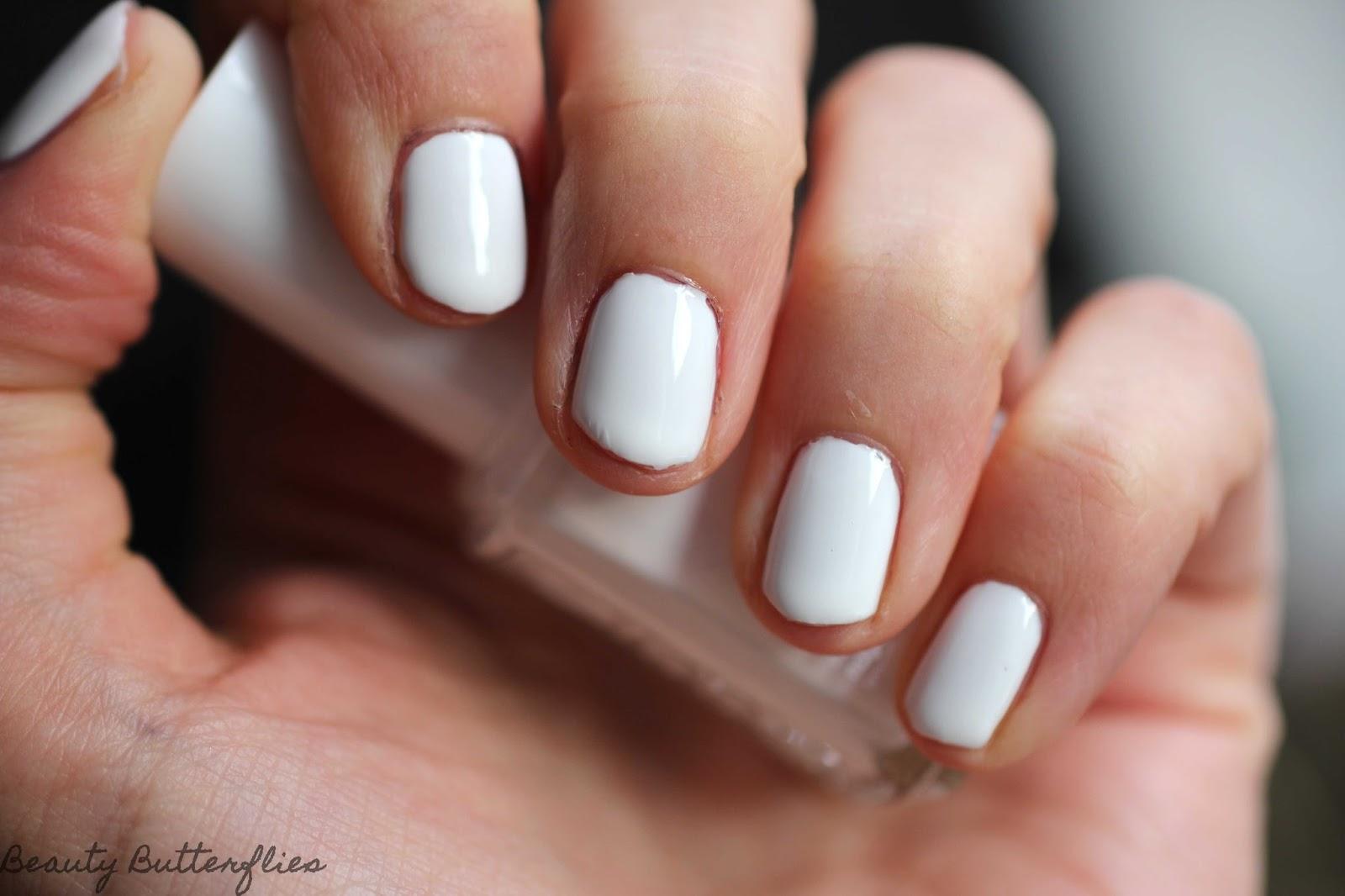"meine nägel ziehen ""blanc"" - weißer lack - yay or nay? - beauty"