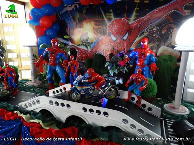 Decoração da mesa temática luxo do Homem Aranha para aniversário infantil
