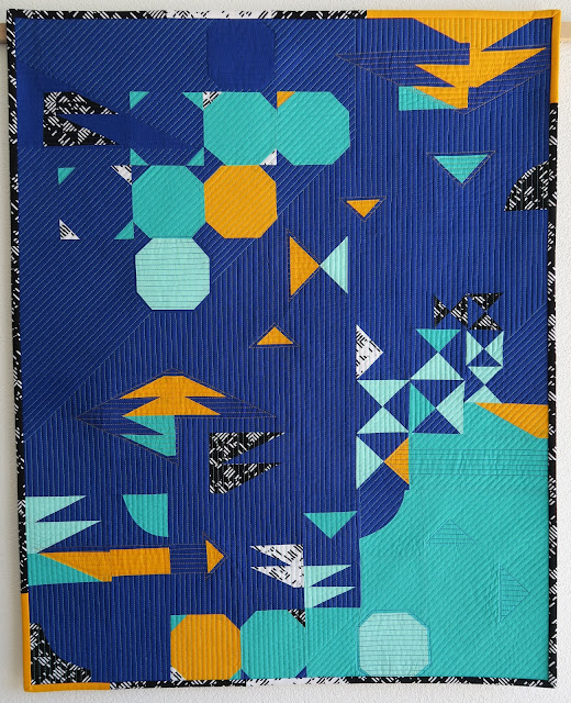 Luna Lovequilts - Curaçao an Improv quilt - Traditional blocks with a twist - HRTs - Snowball - Hourglass - Drunkard's Path