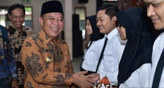 Bupati Lamongan Serahkan SK CPNS 2019 di Pendopo Lokatantra
