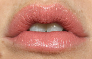 Charlotte Tilbury K.I.S.S.I.N.G. Lipstick in Valentine review lip swatch