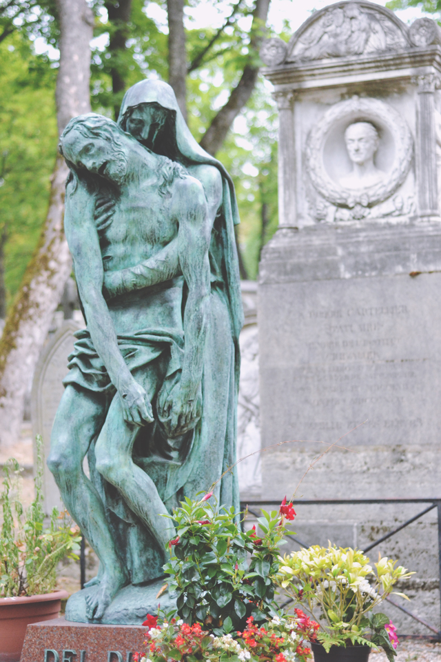Grave of Cino and Simone Del Duca at Pere Lachaise