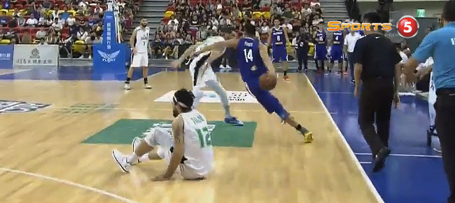 Kevin Ferrer Literally Broke Hussein Talib's Ankles (VIDEO) Jones Cup 2017