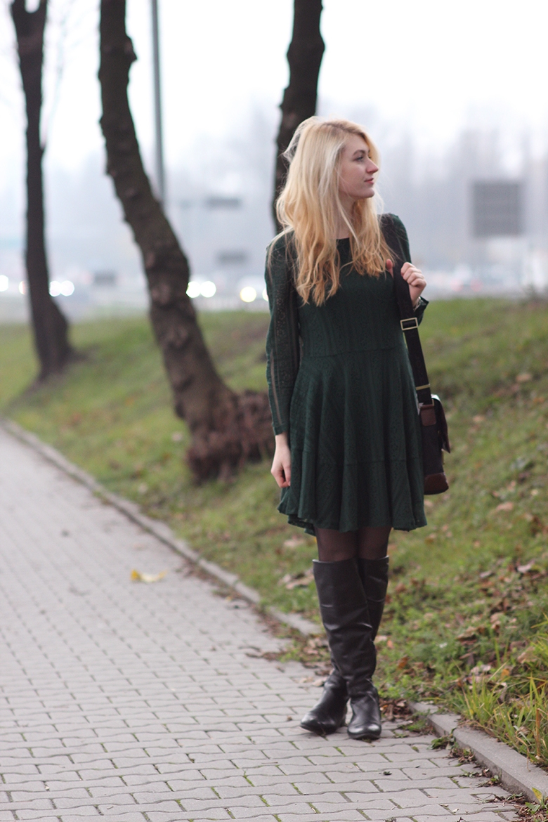 fashion girl blogger blog hair blonde  long hair green dress