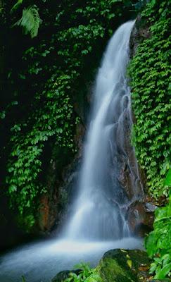 http://mandiriransel.blogspot.co.id/2016/02/curug-berod-pesona-alam-di-kaki-gunung.html