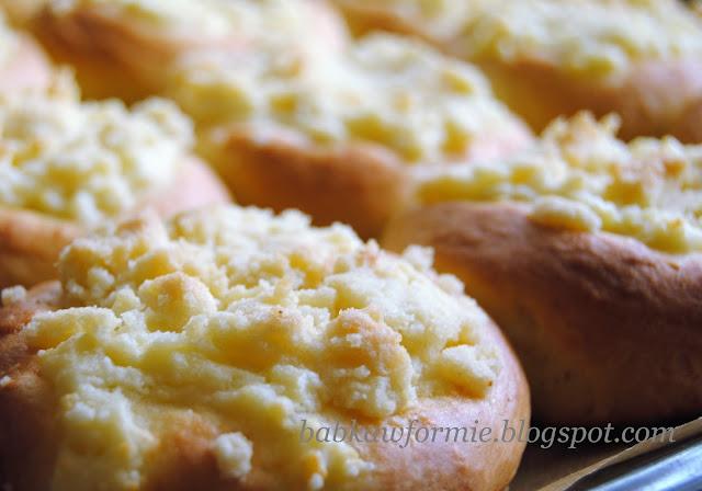 drożdżówki z kruszonką białym serem twarogiem prosty przepis babkawformie.blogspot.com