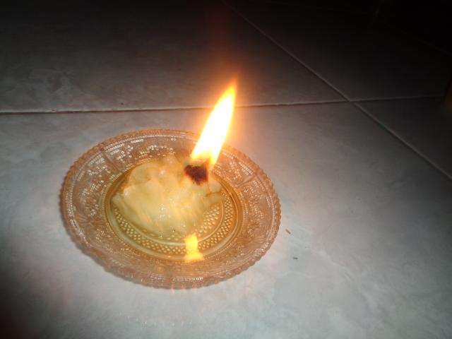 Cara Membuat Lampu Bahan Bakar Minyak Goreng dengan Sumbu Kapas Sebagai Penerangan Darurat Sederhana Pengganti Lilin Saat Mati Lampu/Listrik