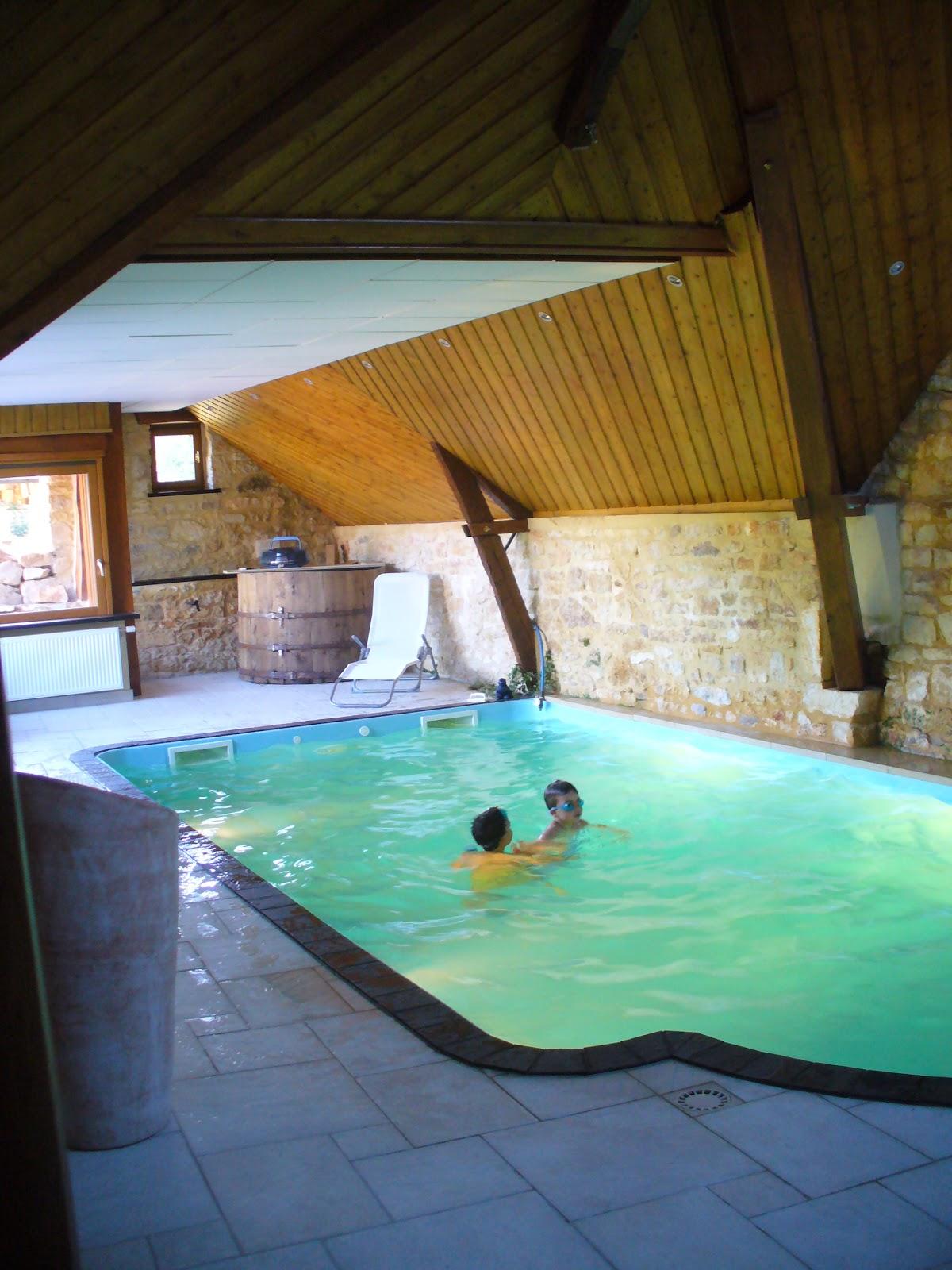 Acasadiclara la casa con la piscina dentro i miss - Piscina in casa ...
