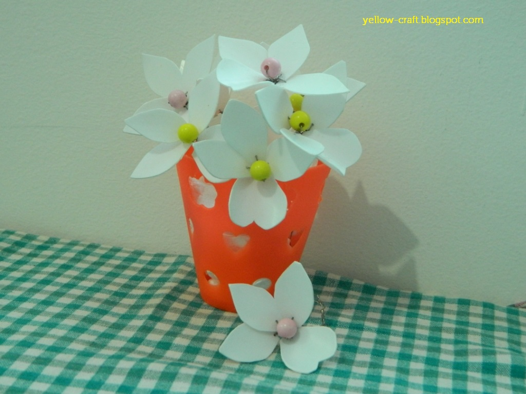 Plastic bottle flower diy yellow craft for Bottle plastic diy