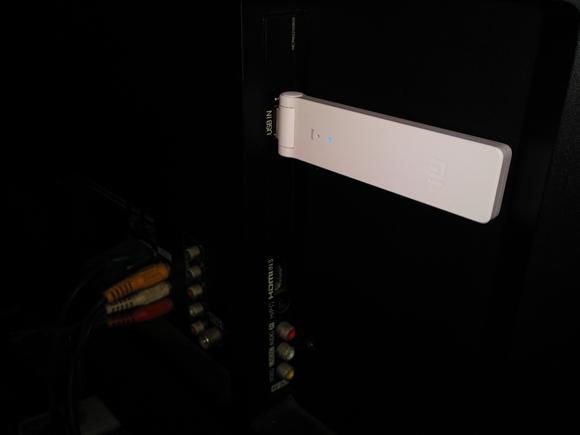 Xiaomi Wifi Amplifier cucuk di belakang TV USB Port