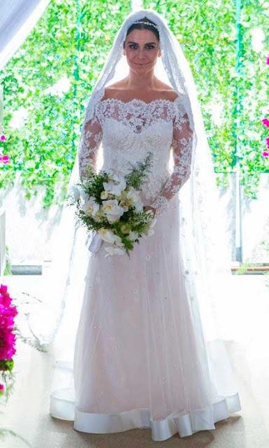 Alice (Giovana Antonelli) vestido de noiva de Sandro Barros