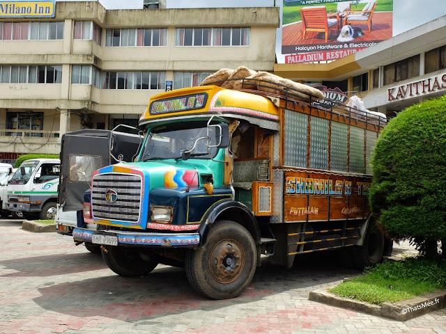 Camion pimpé tunning Sri-Lanka transport légumes patates