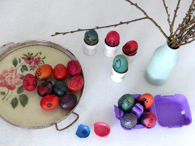 Ostereier einfärben färben bemalen DIY Fasermaler lebensmittelecht Hase Silouette Deko