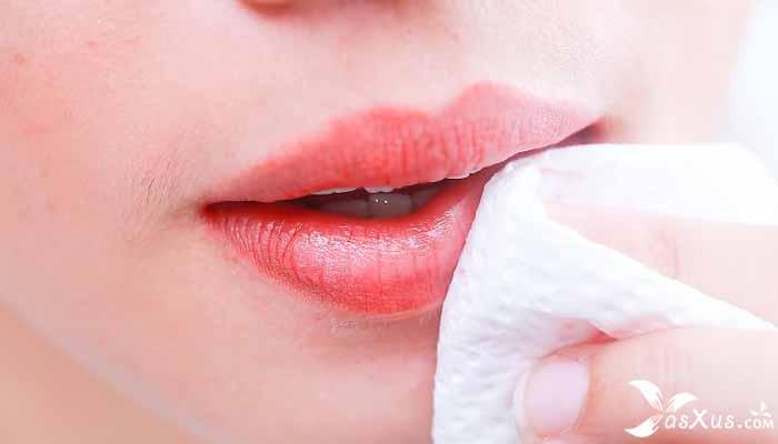 20 Cara Mengatasi Bibir Hitam Secara Alami dan Cepat