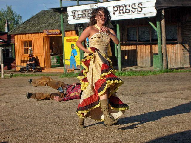 kobiety, western, napad, kowboje