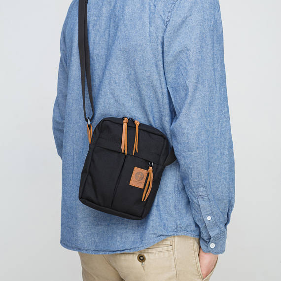 look masculino com bolsa shoulder bags