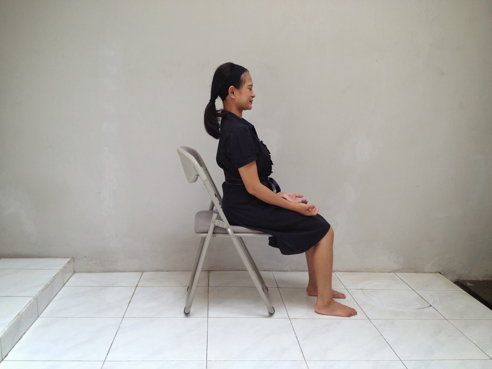 ez posture chair la z boy astrid amalia a simple guide to doing yoga at the office