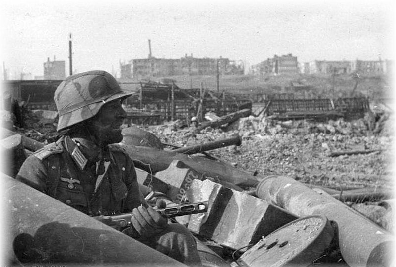 [Image: Grim+fighting+in+Stalingrad.+Autumn+1942.jpg]