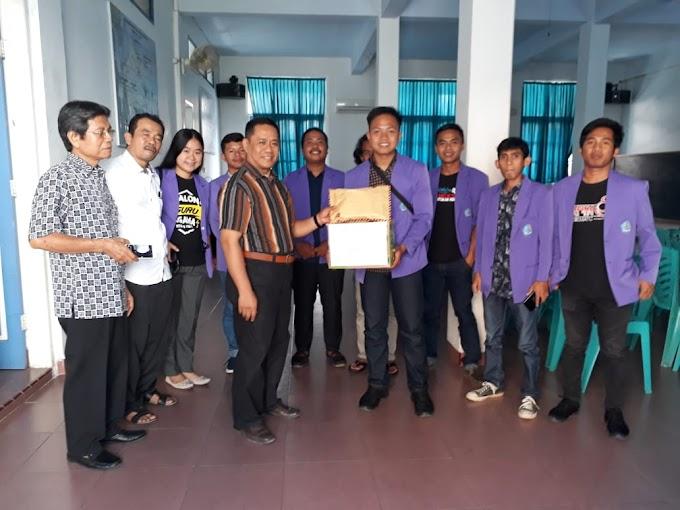 Melayani Itu Tidak Hanya  Dalam Gereja ! Mahasiswa STAKN Toraja Memberikan Bantuan Kepada Korban Banjir Di Gowa