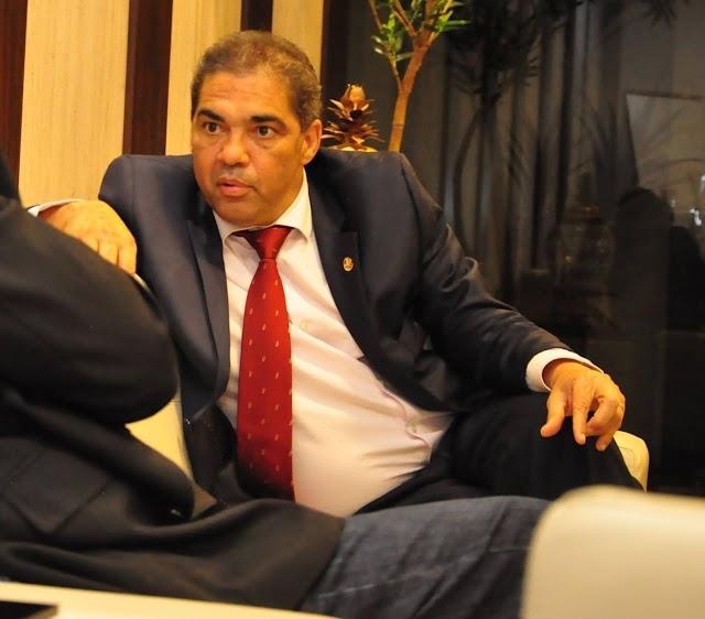 Entrevista com o senador e pré-candidato a deputado federal Hélio José