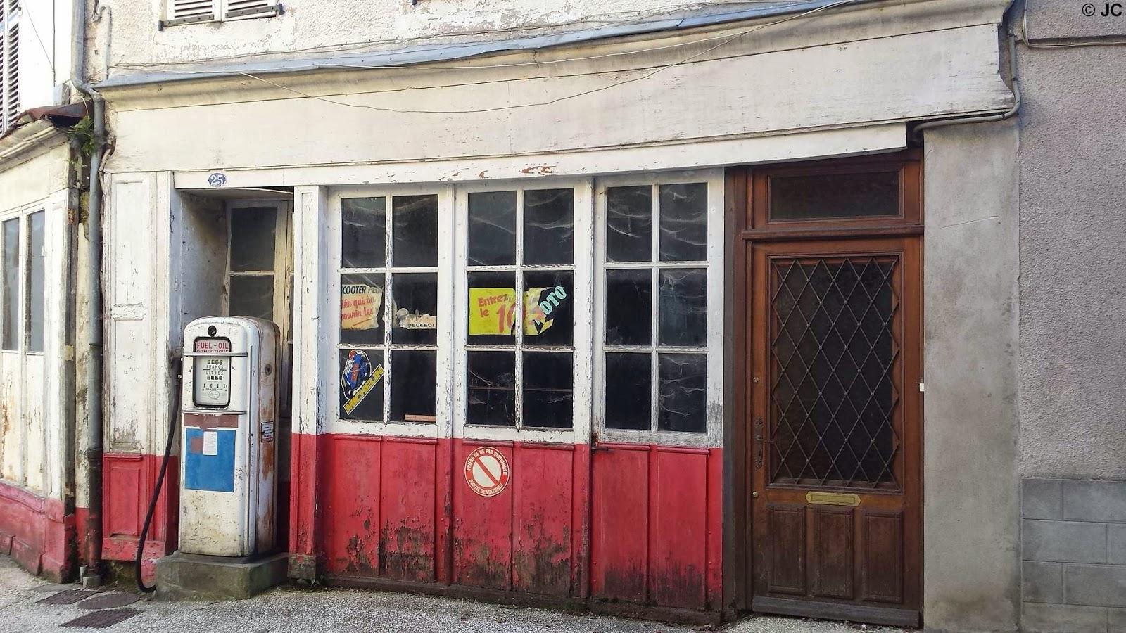 l 39 univers du garage et de la station service garage ancien vendre en l 39 tat. Black Bedroom Furniture Sets. Home Design Ideas