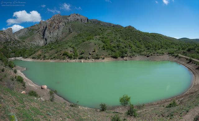 Карьерное озеро. Зеленогорье, Крым.