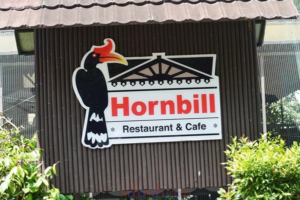 Hornbill Restaurant Cafe Keseronokan Makan Sambil Ditemani Burung Burung Maha Mahu Makan
