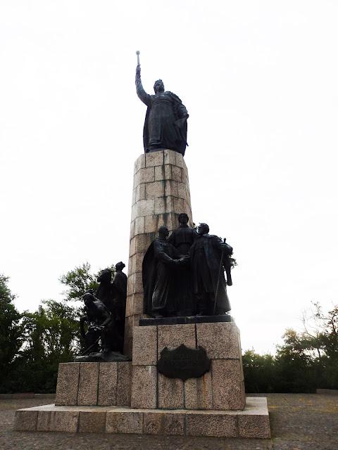 Pomnik Chmielnickiego na Górze Zamkowej w Czehryniu