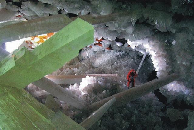 كهف الكريستال العملاق في الصحراء المكسيكية Crystal-cave+%2815%29%5B2%5D