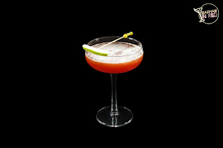 cocteles con vodka caracas barman in red