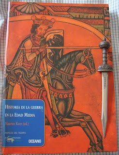 Portada del libro Historia de la guerra en la Edad Media, de varios autores