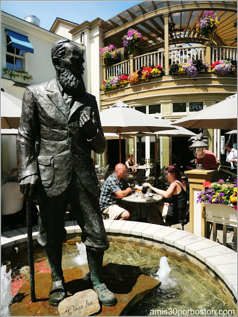 Fuente con Escultura de George Bernard Shaw en Niagara-on-the-Lake, Canadá
