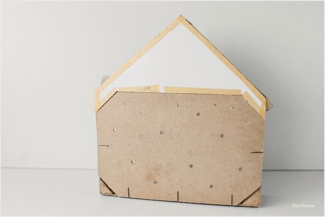 como-hacer-estante-casita-diy-caja-fresas-reciclada-paso-5