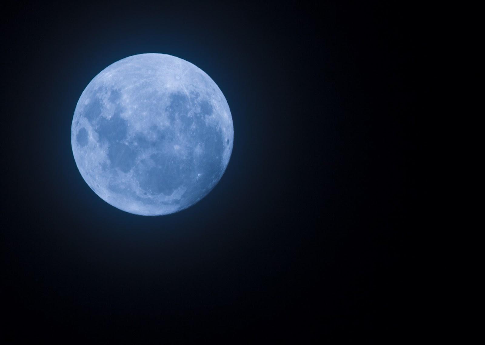 """¿Te gustaría """"Leer bajo la luna""""?  Castillos en el Aire"""
