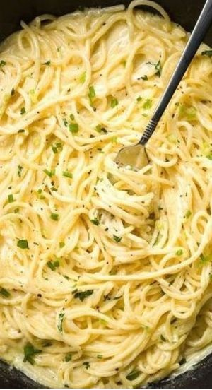 Creamy Three-Cheese Spaghetti