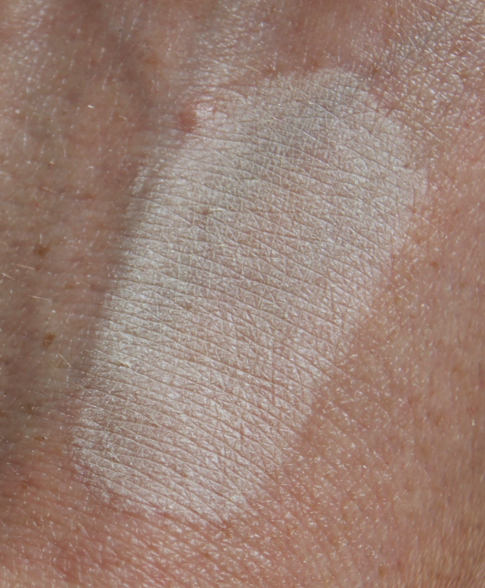 hourglass ambient lighting powder diffused light swatch