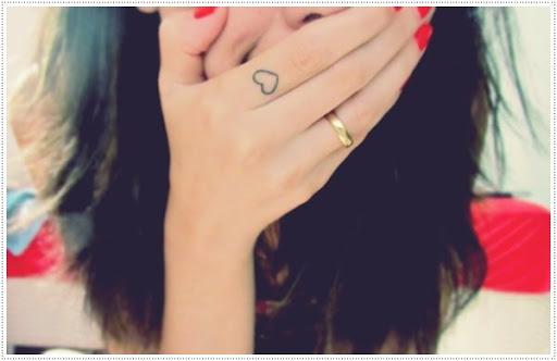Coração tatuagens para a menina no dedo o Seu olhar Incrível e eu acho que isso é uma das melhores tatuagens para meninas