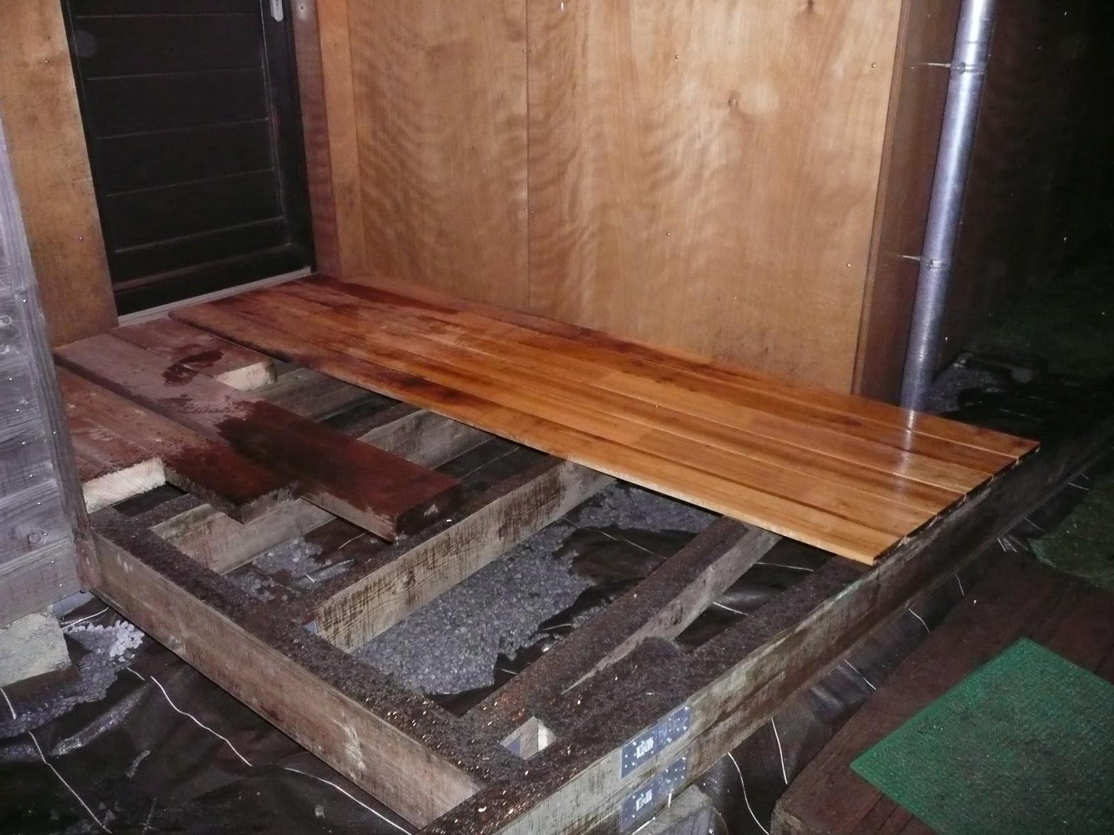 notre maison en bois terrasse bois entree. Black Bedroom Furniture Sets. Home Design Ideas