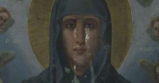 Συγκλονιστική στιγμή: Η εικόνα της Αγίας Παρασκευής κλαίει