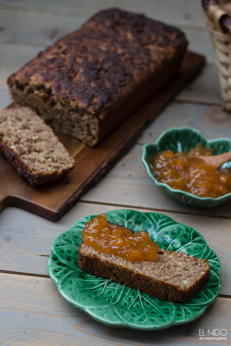 Apple and walnut bread