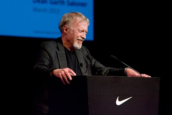 Phil Knight, cofundador de Nike, se va