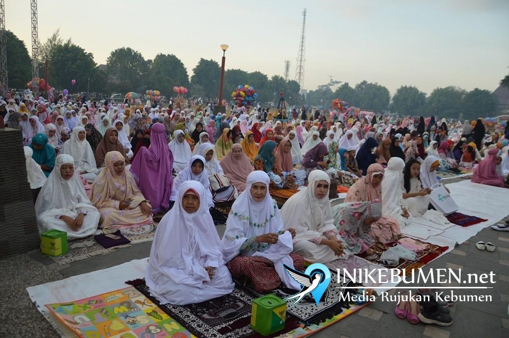 Ribuan Umat Islam Ikuti Shalat Idul Fitri di Alun-alun Kebumen