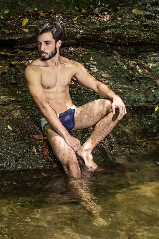 Patrick Coutinho posa para ensaio sensual na Floresta da Tijuca. Foto: Leonardo Santos