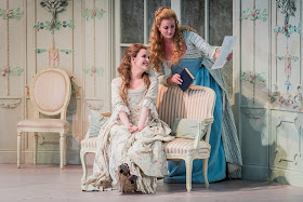 Mozart: Cosi fan tutte - Kitty Whately, Eleanor Dennis - Opera Holland Park (Photo Robert Workman)