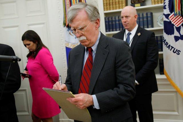 """Bolton advirtió a militares venezolanos que serán """"responsabilizados"""" en caso de violencia"""