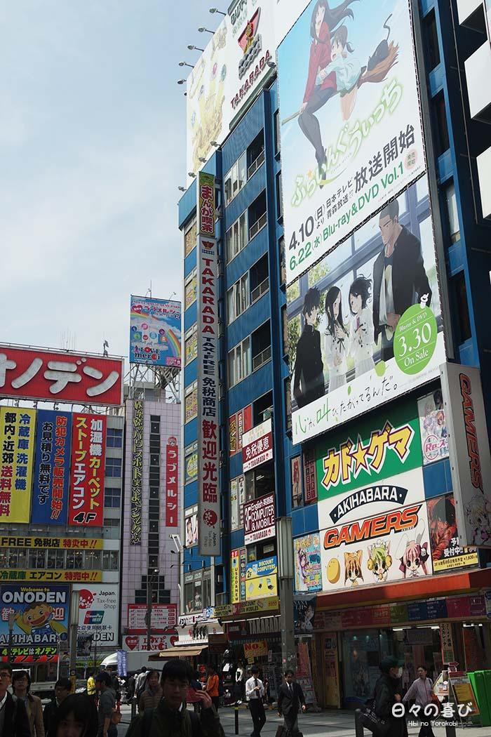 contre plongée enseignes manga akihabara