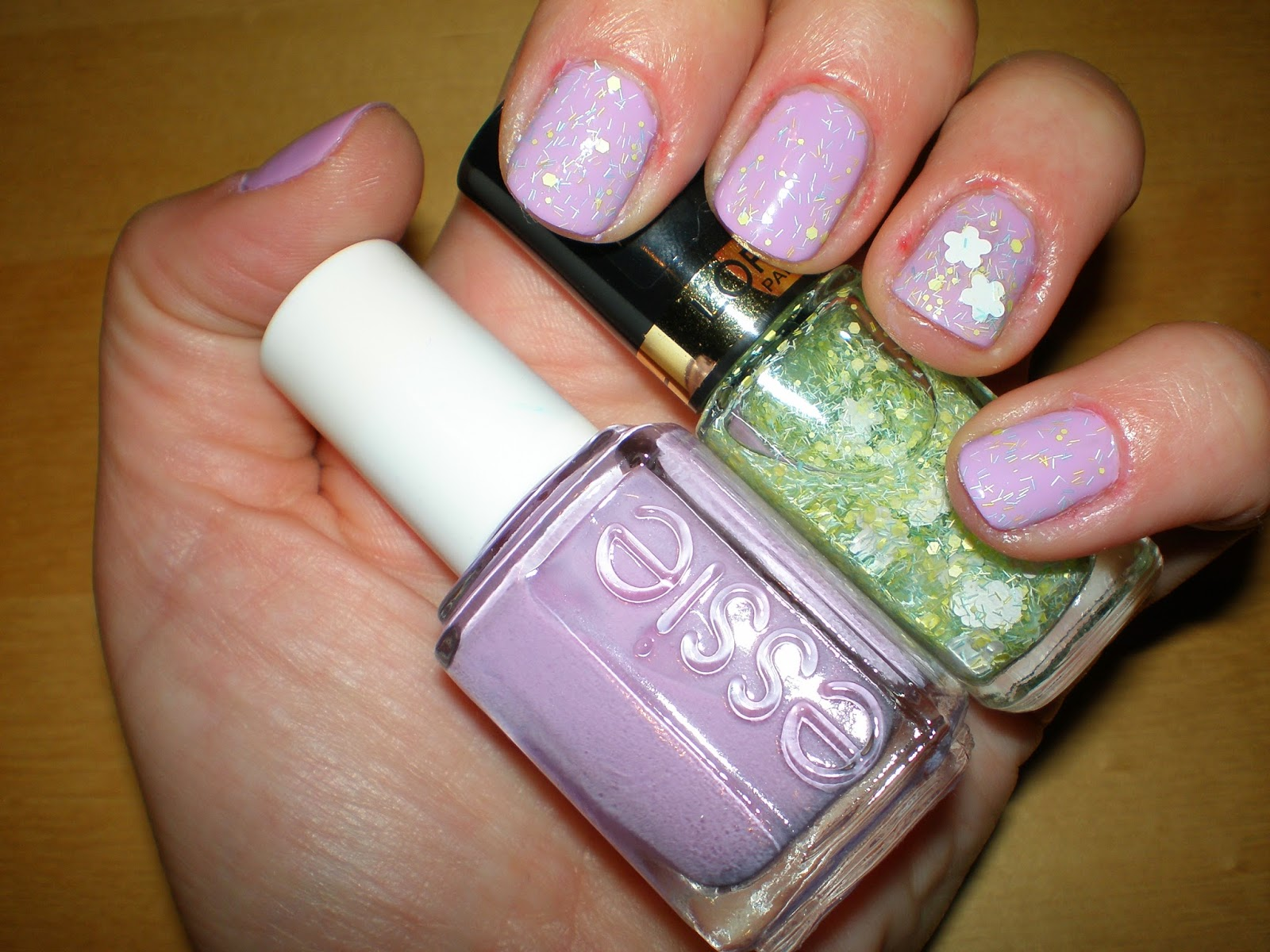 Essie in Bond with whomever and L'oreal Flower Boheme top coat in Woodstock calling
