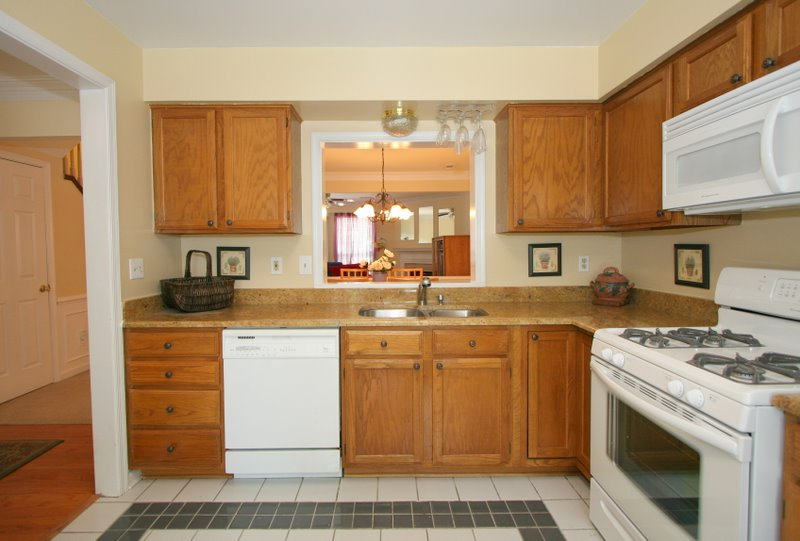kitchens with oak cabinets and white appliances kitchen decor white kitchen appliances 9858